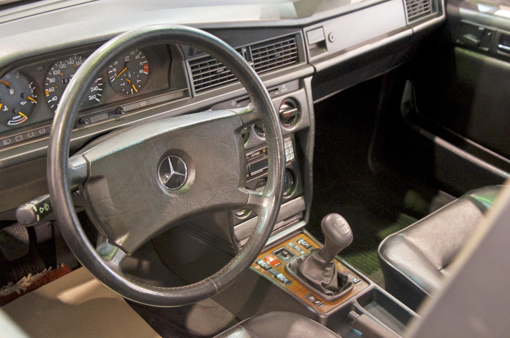 Mercedes 190E 2.5 Interieur