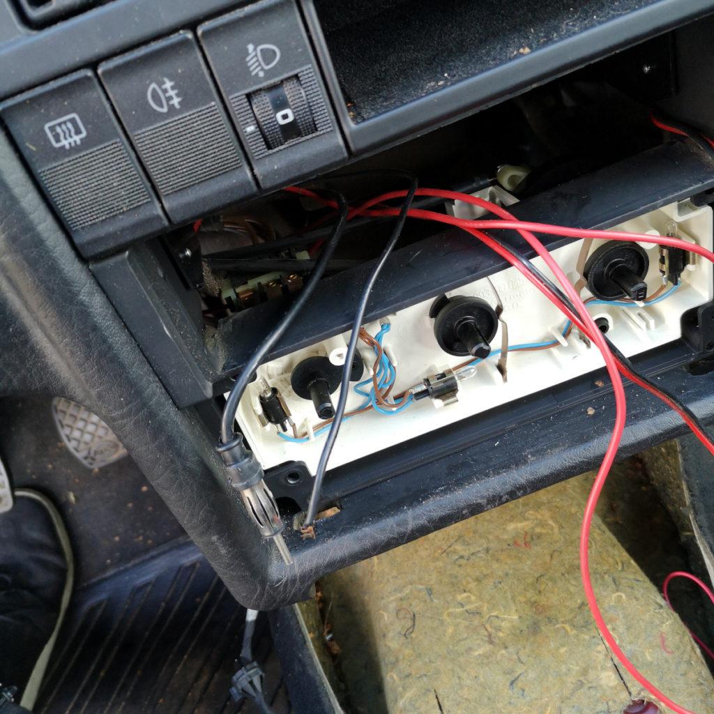 Kabelchaos im Audi